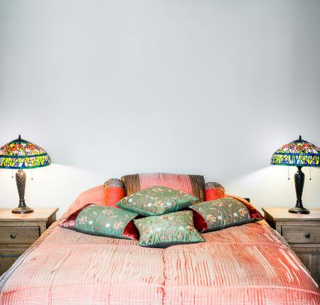 Schöne Schlafzimmer Interior Detail mit leeren Wand für Ihren Text, Bild oder Logo Standard-Bild - 26492311