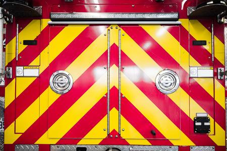 voiture de pompiers: Détails rouge Firetruck du motif arrière Stripped