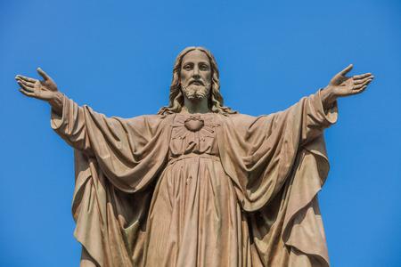 Outdoor Standbeeld van Jezus met open armen Stockfoto