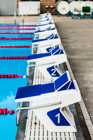 piscina olimpica: 50m piscina ol�mpica al aire libre Bloques de inicio