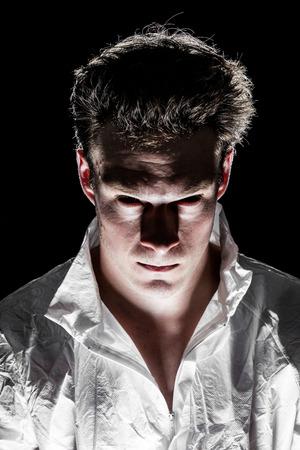 Obscure Freaky Psycho Man Looking et de Camera Stockfoto