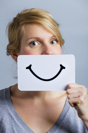 leer: Happy Portrait of a Woman Holding a Smiling Mood Board