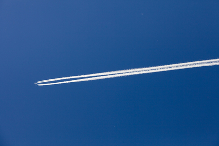 depending: Chemtrail or Vapor trail depending of your opinion !