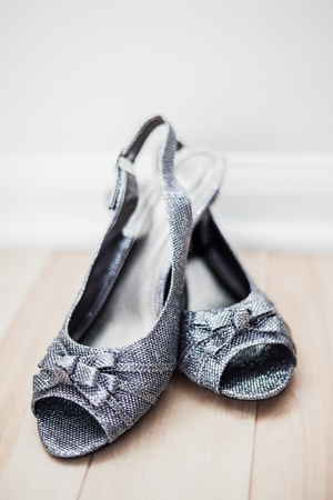 heel strap: Crossed Silver Flat Woman Shoes with Strap
