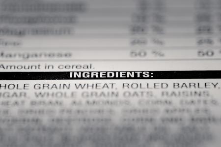 Ondiepe scherptediepte afbeelding van Nutrition Facts Ingredients Informatie van vinden we op een supermarkt product.