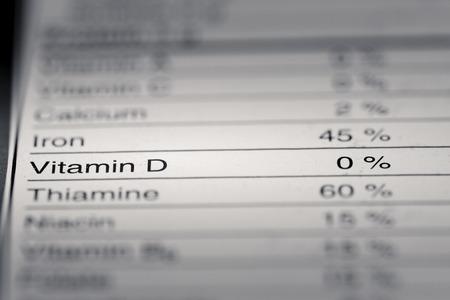 Ondiepe scherptediepte afbeelding van Nutrition Facts Vitamine D Informatie van vinden we op een supermarkt product.