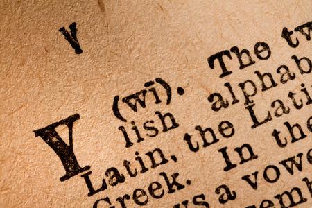 2015 년 10 월 1 일 - 캐나다 몬트리올. 오래 된 발음 사전에 라틴 알파벳의 25 번째 글자 Y의 근접 에디토리얼