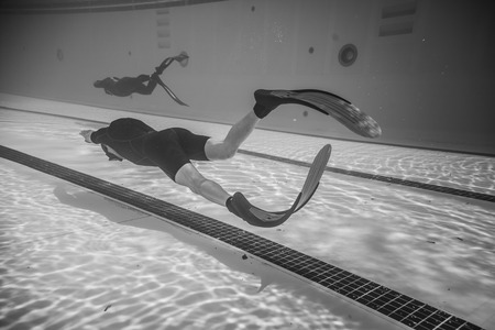 piscina olimpica: Montreal, CANADA - May 30th, 2015. Official AIDA Freediving Pool Competition Taking place in the Parc Jean-Drapeau Olympic Pool. Dynamic With Fins (DYN) Performance from Underwater