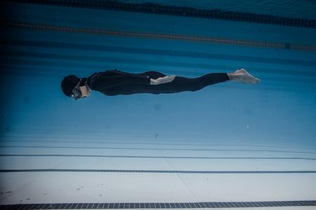 piscina olimpica: Montreal, Canad� - 30 de mayo de 2015. Oficial AIDA Apnea piscina Competencia lugar Tomando en el Parque Jean-Drapeau piscina ol�mpica. Din�mica sin aletas (DNF) Rendimiento del Submarino
