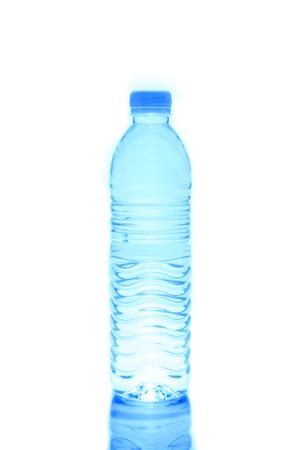 Bouteille en plastique de l'eau potable isolé sur blanc Banque d'images - 27393254