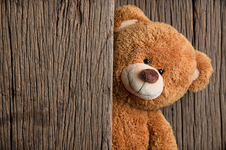 Cute teddy bears with old wood background Stockfoto