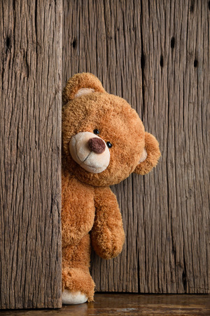 Cute teddy bears with old wood background Foto de archivo