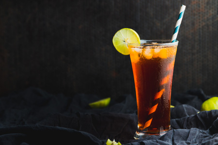 iced tea with lime slice on the top on black background Standard-Bild
