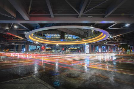 Pathum Wan Junction - Pathumwan Intersection Skywalk, Bangkok, Thailand 免版税图像