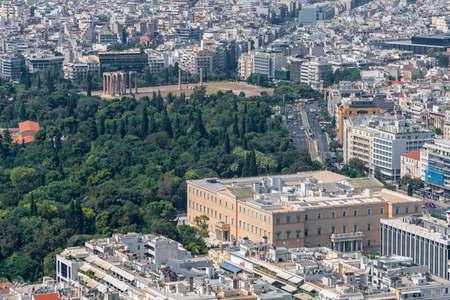 syntagma: Guardando verso il basso sul palazzo del Parlamento greco in piazza Syntagma dalla cima del Monte Licabetto Archivio Fotografico