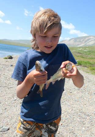 grayling: Boy llam� grayling y muestra toda su pesca