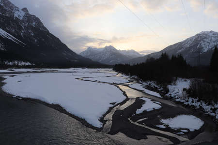 Ice floes and snow in the river Standard-Bild
