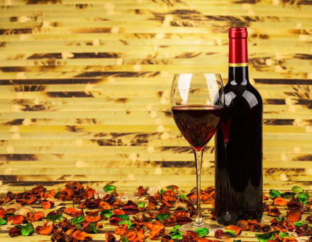 photographic effects: Red wine, closeup, in the classic style