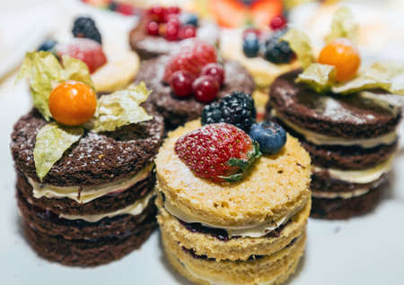 kiss biscuits: Cakes with fruits and berries