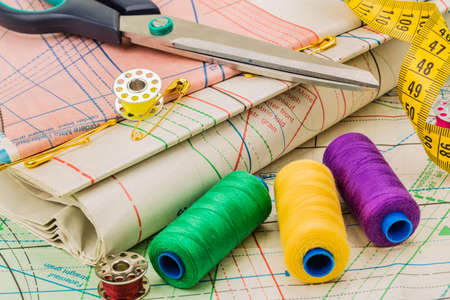 darn: Sewing on the background of pattern