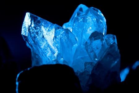 pietre preziose: bianco blu lucente roccia montagna crystall quarz Archivio Fotografico