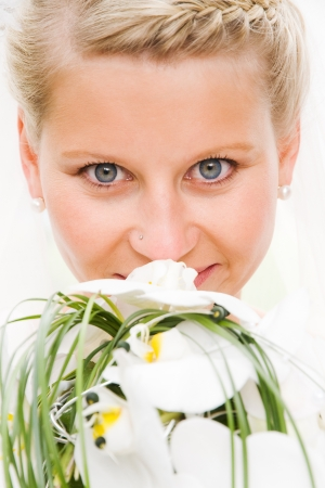 weddingrings: close-up of a beautiful bride with bridal flowers