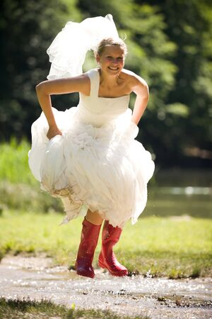 weddingrings: bride in the water with red gumboots