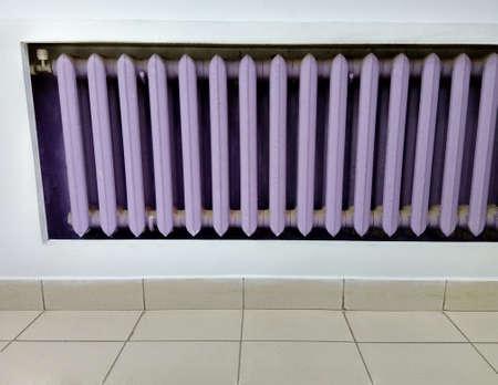 Purple cast-iron battery with background wall Zdjęcie Seryjne