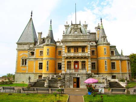 palacio ruso: Massandrovskiy palacio de los reyes rusos en la regi�n de Massandra en Crimea, Ucrania, construido en 1881-1902. Editorial