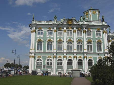 palacio ruso: San Petersburgo, Rusia - 14 de julio de 2008: Museo de Arte Hermitage (Palacio de Invierno antigua de los reyes de Rusia). Editorial
