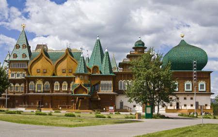 palacio ruso: Mosc�, Rusia - Junio ??04, 2011: palacio de madera de los reyes de Rusia en la mansi�n Kolomenskoye, del siglo 16, la reconstrucci�n.