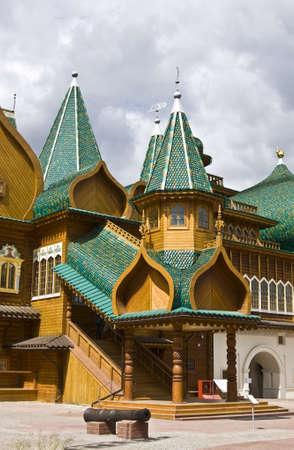 palacio ruso: Mosc�, Rusia - Junio ??04, 2011: palacio de madera de los reyes rusos en la mansi�n Kolomenskoye, 16 siglo, reconstrucci�n.