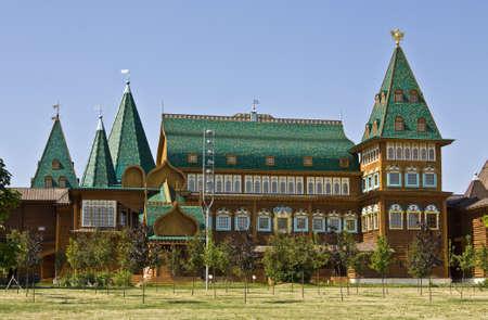palacio ruso: Mosc�, Rusia - 13 de junio de 2011: palacio de madera de los reyes rusos en la mansi�n Kolomenskoye, 16 siglo, reconstrucci�n.