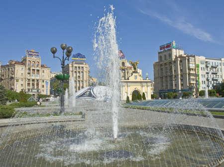 angel de la independencia: Kiev, Ucrania - May 06, 2012: plaza de la Independencia con fuentes y esculturas del �ngel - s�mbolo del pa�s.