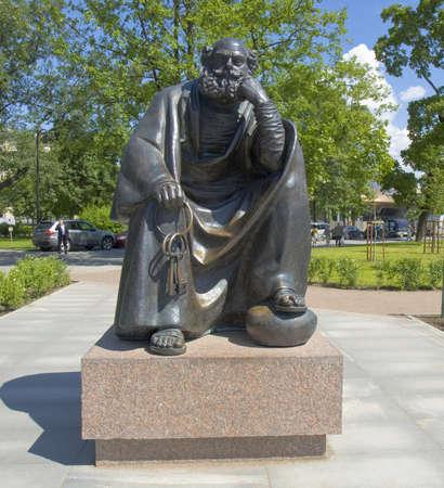 St. Petersburg, Russland - 03. Juli 2012: Denkmal für Lev Tolstoy in Alexandrovskiy Garten. Editorial