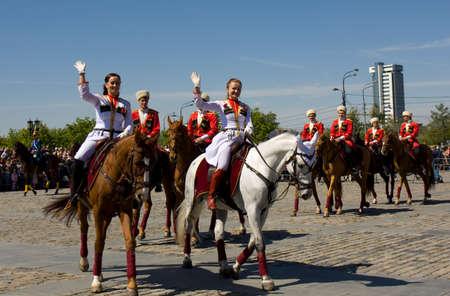 cavalryman: MOSC� - 09 de mayo 2014 espect�culo de caballer�a en monumento hist�rico Poklonnaya dedic� colina a las vacaciones de la Victoria d�a de la victoria en la Segunda Guerra Mundial, con la participaci�n del presidente regimiento de caballer�a y de la escuela de caballer�a Kremlin