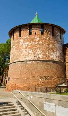 edad media: Torre de almacenamiento de edad media fortaleza del Kremlin en la ciudad Nizhny Novgorod Rusia.