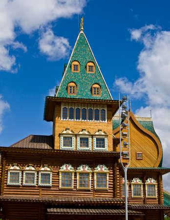 palacio ruso: Moscú, detalle de palacio de madera de reyes rusos en la mansión Kolomenskoye, 16 siglo, la reconstrucción. Editorial