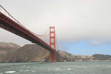 view of golden gate bridge on a cloudy day Imagens