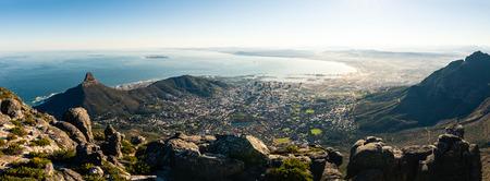 Panoramablick auf Kapstadt, aufgenommen vom Tafelberg