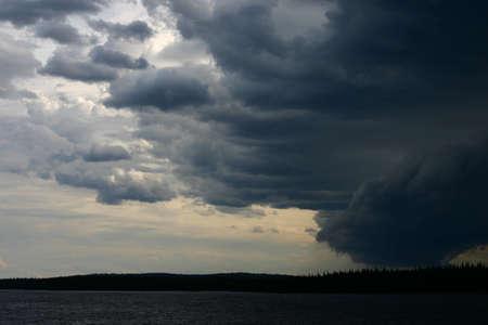 lloviendo: El cielo antes de una tormenta