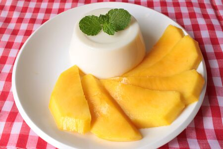 panna: Panna Cotta With Mango