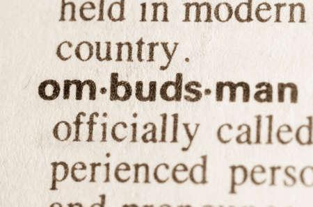 Definitie van het woord ombudsman in woordenboek