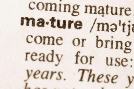 definición: Definición de la palabra en el diccionario de madurar Foto de archivo