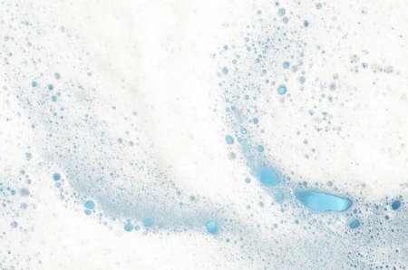 ウィンドウ ガラスの青い背景の泡にクローズ アップ 写真素材