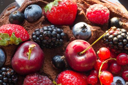 cereza: closeup to cake with  berries Foto de archivo