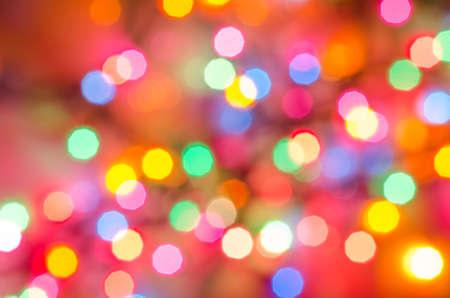 día de fiesta multicolor de fondo las luces borrosas