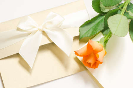 birthday presents: orange rose rose with blank card Stock Photo