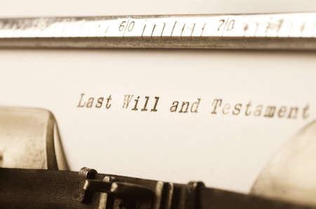 testament schreiben: Worte Testament auf alte Schreibmaschine geschrieben