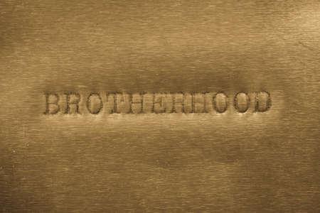 fraternidad: palabra hermandad impreso en el fondo met�lico de oro
